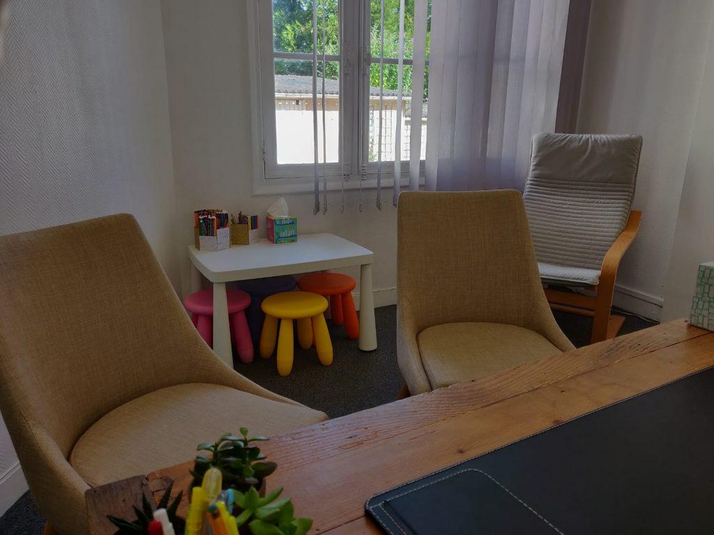 Le cabinet, avec le coin enfant